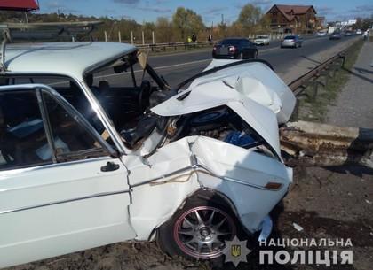 ФОТО: Под Харьковом ВАЗ врезался в отбойник (ГУ НП)