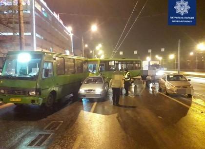 ДТП: Автопоцелуй на магистрали четырех авто - Патрульная полиция