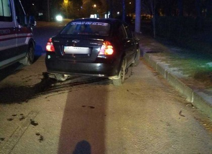 На пешеходном переходе Chevrolet сбил двух человек (ФОТО)