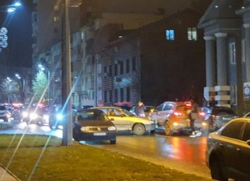 ДТП: легковушки не поделили улицу и остановили движение (Тelegram)