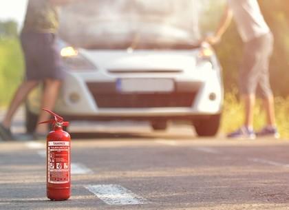 На трассе в Старый Салтов загорелся автомобиль (ВИДЕО)