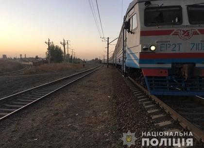 Лежал на путях: мужчина погиб под колесами поезда (ГУ Нацполиции)