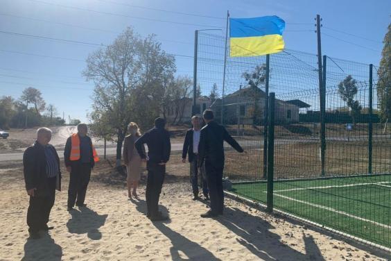 В Изюмском районе построили спортплощадку с искусственным покрытием