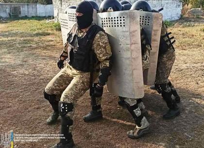 ФОТО: По колонии под Харьковом ходила черепаха «быстрого реагирования» (Управление исполнения уголов