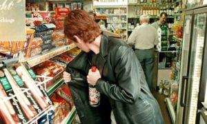 На Салтовке молодую мать изолировали от ребенка из-за недостойного поведения в супермаркетах (ГХ)
