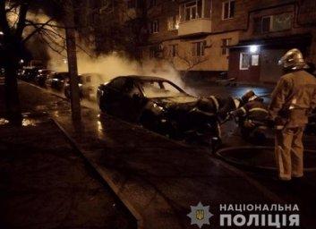 Ночью в Харькове жгли машины и обливали кислотой (ФОТО)