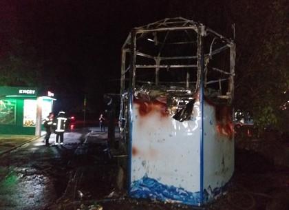Немышлянский район: спасатели ликвидировали пожар в деревянном торговом павильоне для торговли овоща