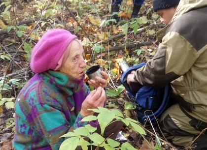 На Харьковщине разыскали пенсионерку, которая без верхней одежды несколько дней блуждала в лесу (ГУ