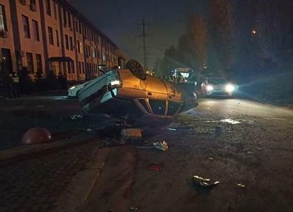 ФОТО: Ранним утром автомобиль с пьяным водителем слетел с моста (Патрульная полиция)