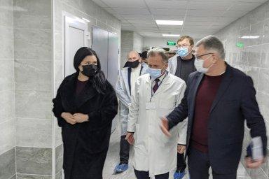 Айна Тимчук ознакомилась с ходом ремонтов в приемных отделениях больниц Богодуховского района