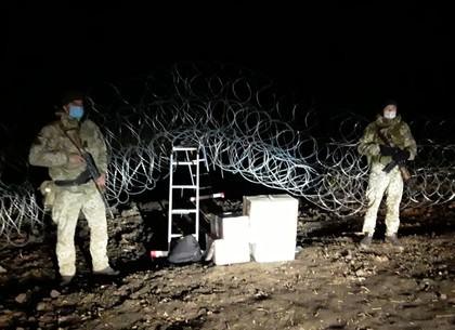 ВИДЕО: Контрабандистов лекарств для животнызх спугнули харьковские пограничники (ГПСУ)