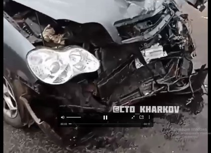 ВИДЕО: Машины - всмятку, жесткое столкновение под Харьковом (Telegram)