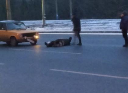 На ХТЗ сбили пешехода, по словам очевидцев мужчине оторвало ногу (Соцсети)