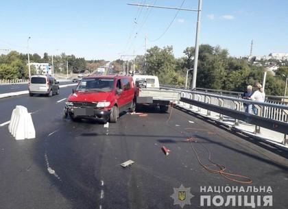 Автомобиль сбил дорожных рабочих на Коммунальном путепроводе (ФОТО)