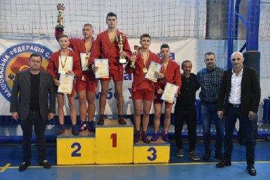 Юные самбисты победили на чемпионате Украины