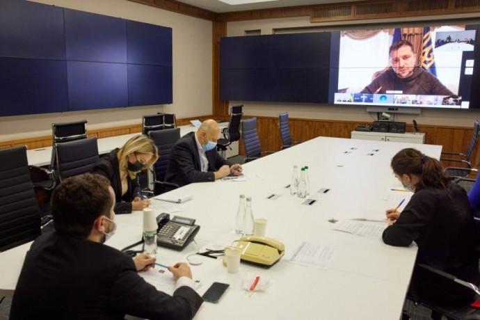 На селекторном совещании у Президента подвели первые итоги карантина выходного дня