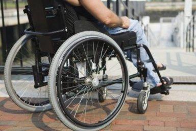 Учреждения здравоохранения должны обеспечить физическую доступность своих зданий для лиц с инвалидно