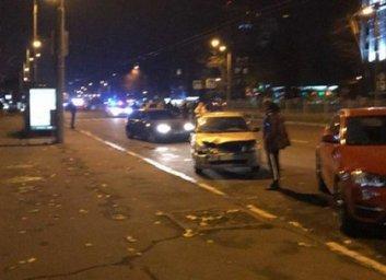 На проспекте Науки сбили женщину, водитель сбежал
