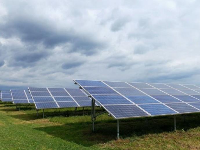 Зеленский рассказал о сокращении «зеленых» тарифов для солнечных и ветровых станций