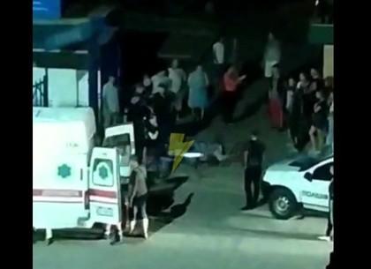 Кровавый конфликт: под Харьковом зарезали мужчину (ВИДЕО)