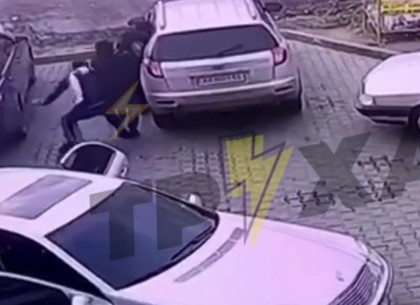 ВИДЕО: Дерзкое ограбление на заправке (Telegram)