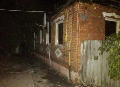 В пригороде Харькова ночью загорелся частный дом