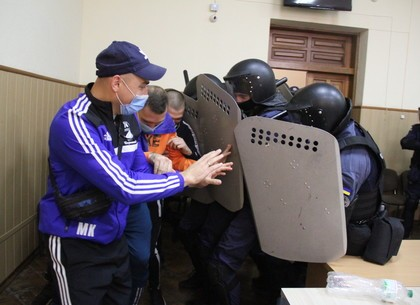 ФОТО: На Слобожанщине судебные охранники совместно с силовиками совершенствовали учились противодейс
