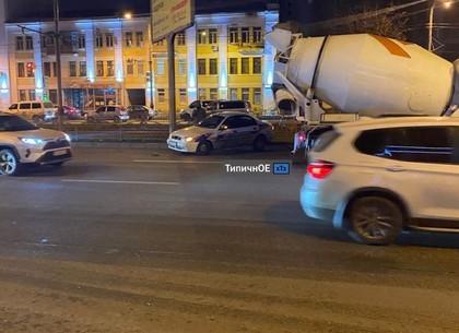 ВИДЕО, ФОТО: ДТП с такси, бетономешалкой и вылетом в забор (Telegram)