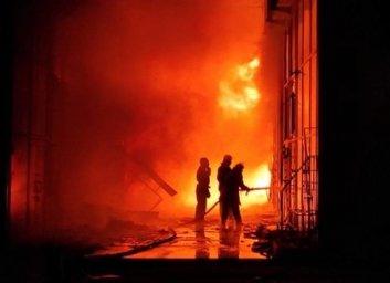 Пожарные рассказали, как тушили рынок Барабашово (ГСЧС)