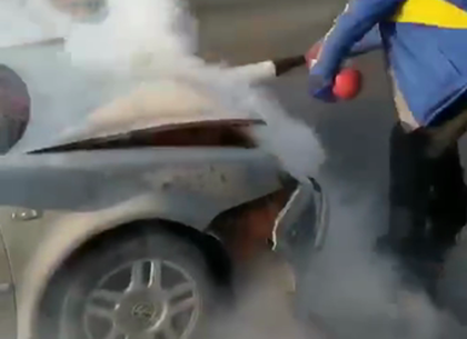 ВИДЕО: На Салтовке загорелся автомобиль, попавший в ДТП (Обновлено, Telegram)