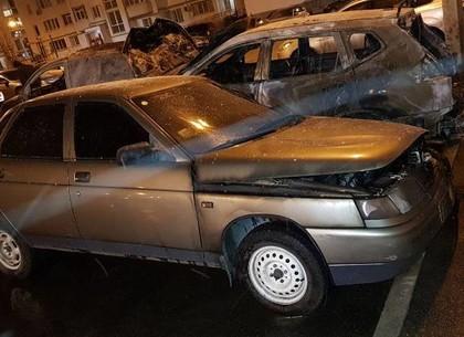 ФОТО: Пожарные рассказали, как тушили автомобили на Салтовке (ГСЧС)