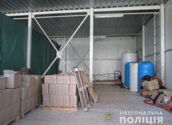 Подпольный цех по изготовлению спиртных напитков обнаружили в Харькове (ВИДЕО, ФОТО)