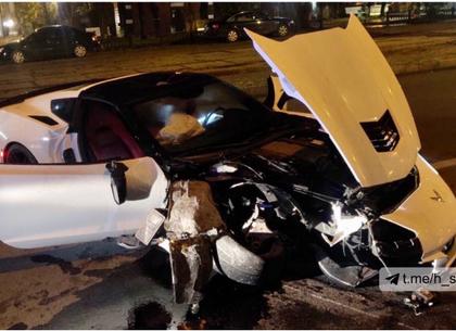 ВИДЕО, ФОТО: В центре Харькова разбили об столб редкий спорткар (Соцсети)