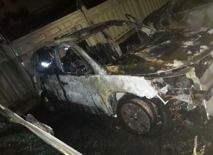 ФОТОфакт: Ночью на Холодной Горе сгорели три автомобиля (ГСЧС)