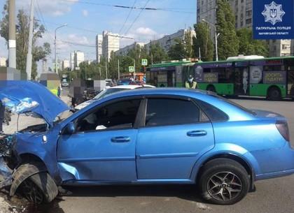 В Харькове нарушитель на Hyundai врезался в Chevrolet