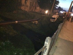 В Харькове из реки вылавливали автомобиль