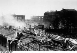 Управление ЮЖД и перроны Южного вокзала со Свердловского виадука. - 1941 г.